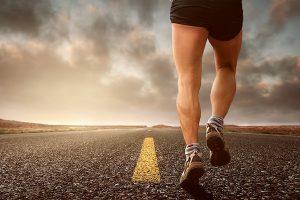 courir sur un tapis de cours ou faire du vélo d'appartement ?